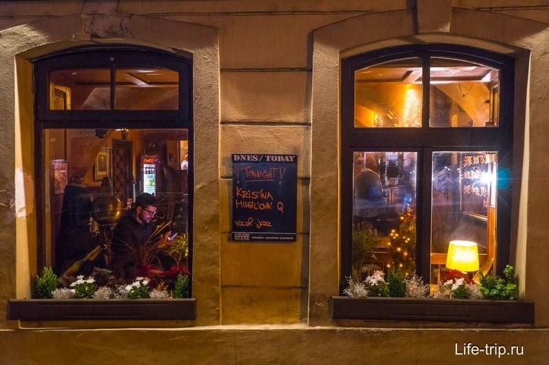 Атмосфера рождества ощущается почти в каждом кафе
