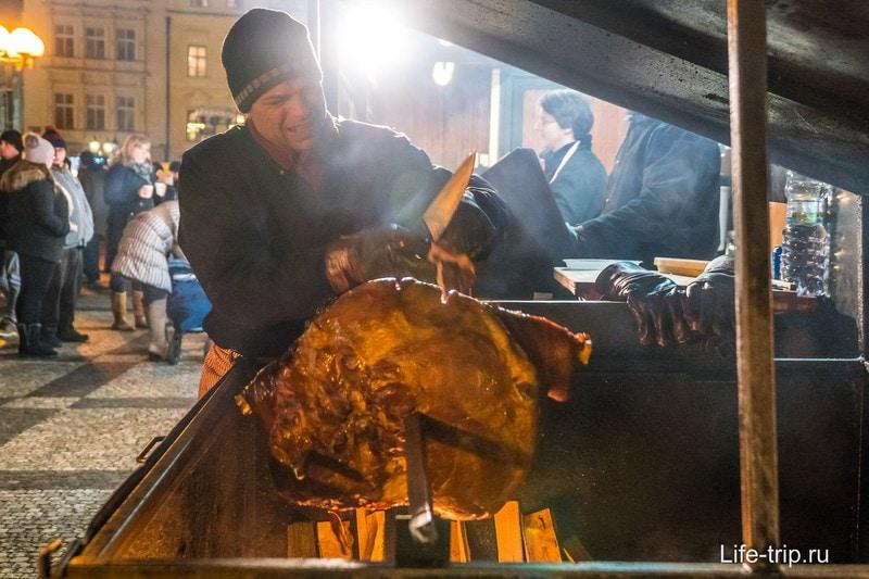 Самая популярная еда на рынках - мясо в разных вариациях