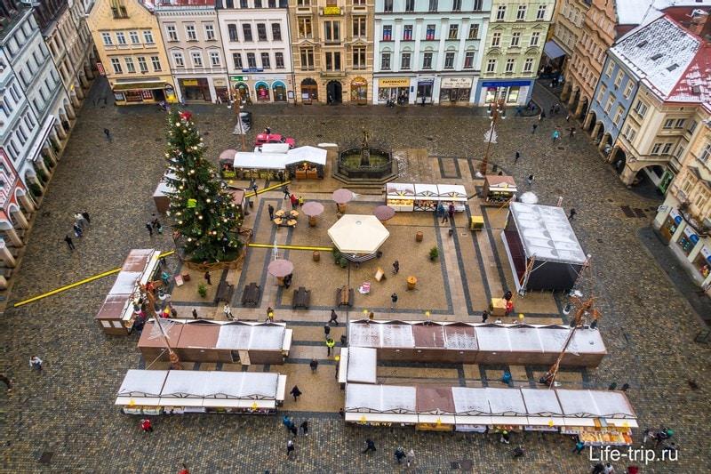 В Либерце площадь и рождественский рынок очень маленькие