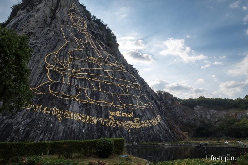 Гора Золотого Будды в Паттайе - не храм, а изображение