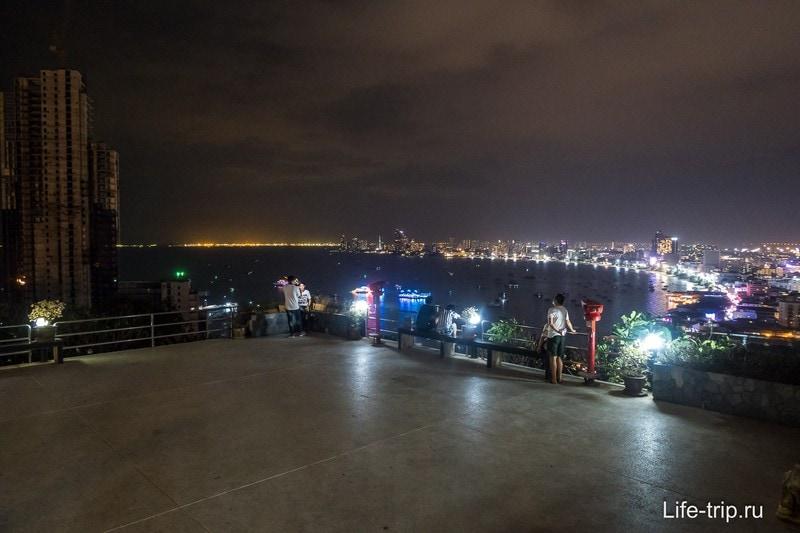 Вечерний вид со смотровой на город