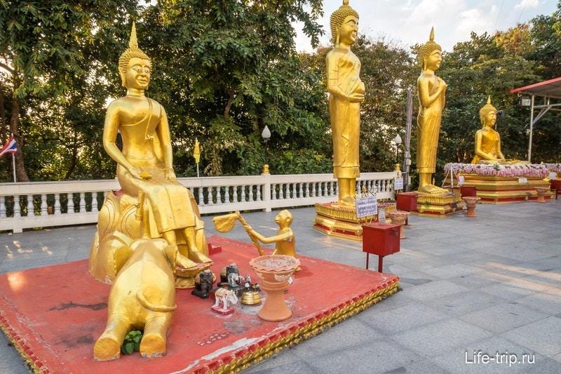 Статуи Будд в храме Wat Phra Yai