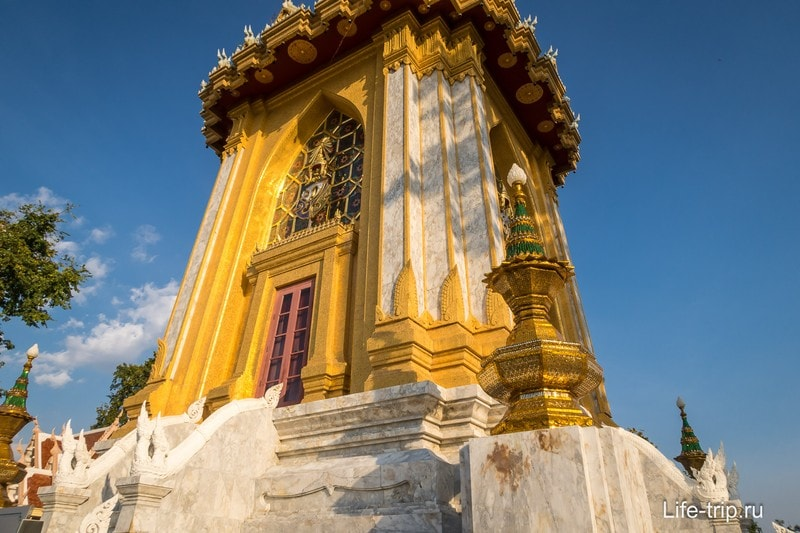 Храм Пхра Мондоп