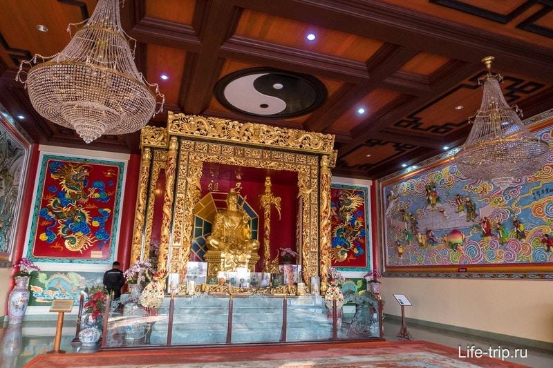 Китайский храм и музей Вихарнра Сиен (Wat Viharnra Sien или Anek Kuson Sala)
