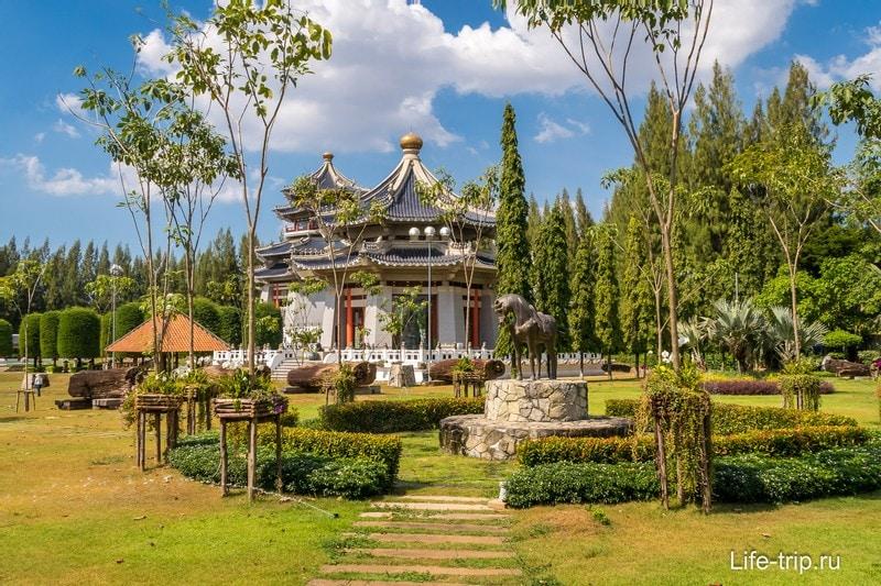 Парк Три Королевства или Парк Троецарствия в Паттайе