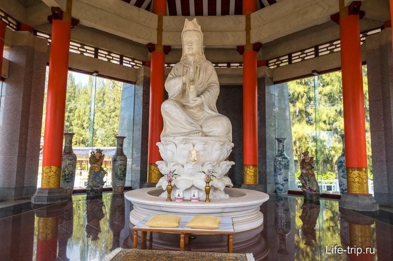 Скульптура богини Гуань Ин