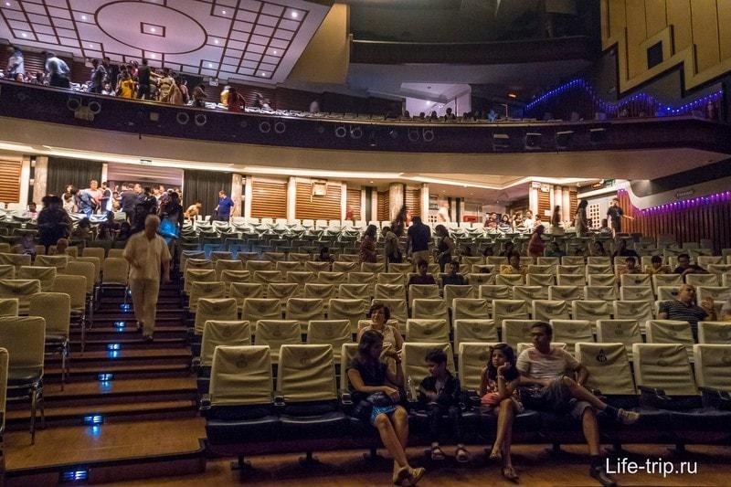 Зрительный зал шоу Альказар
