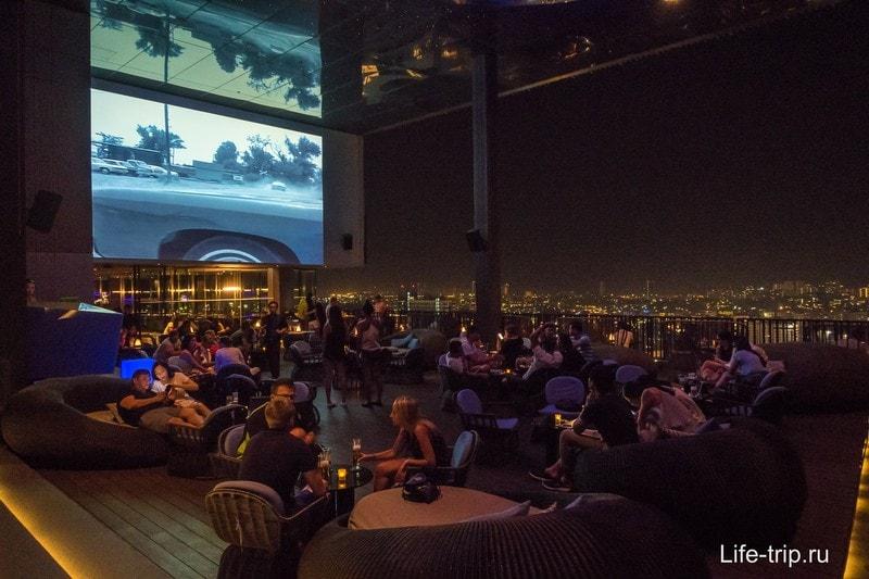 Ресторан на крыше отеля Hilton в Паттайе - 34 этаж с видом на город
