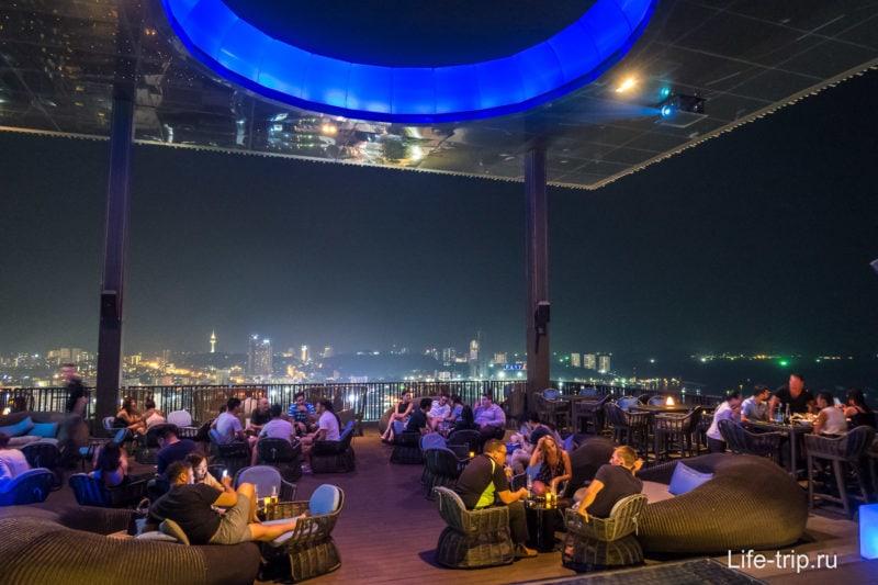 Бар и ресторан Horizon на крыше отеля Hilton в Паттайе