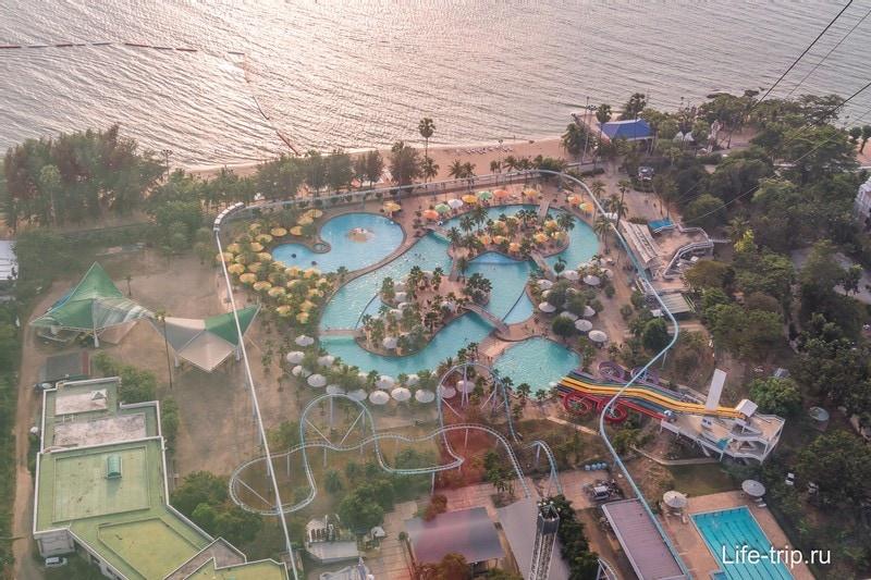 Вид на аквапарк Паттайя Парк внизу