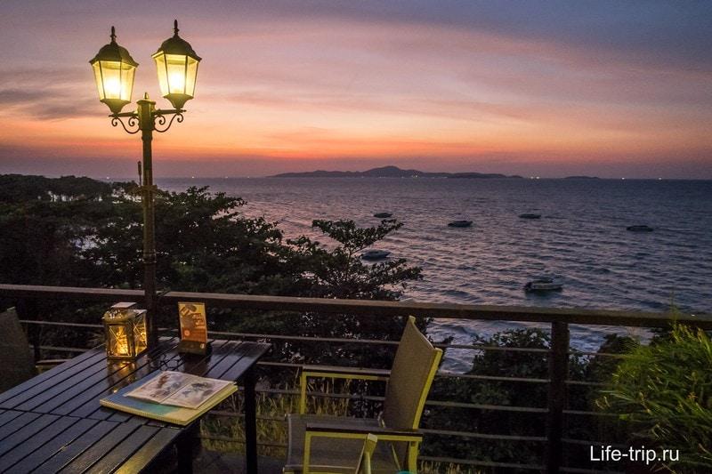 Вид от столиков открытой террасы ресторана