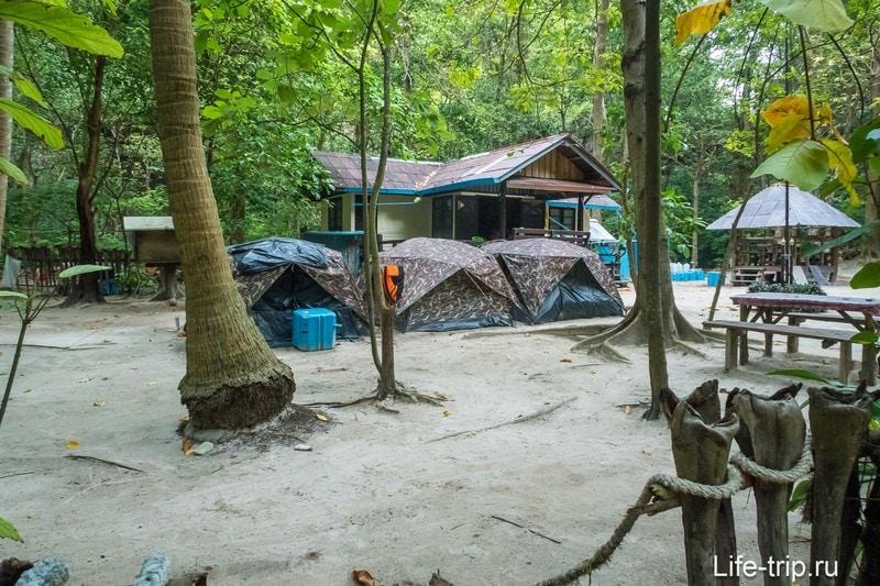 Палаточный городок и офис рейнджеров национального парка
