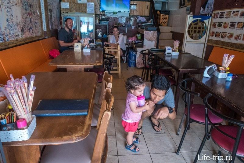 Amp Cafe на острове Пхи-Пхи Дон - маленькая тайская кафешка