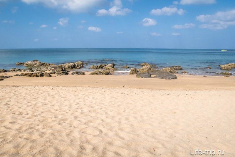 Пляж Нуи Бич (Nui Beach) - приличный дикий пляж на Ланте