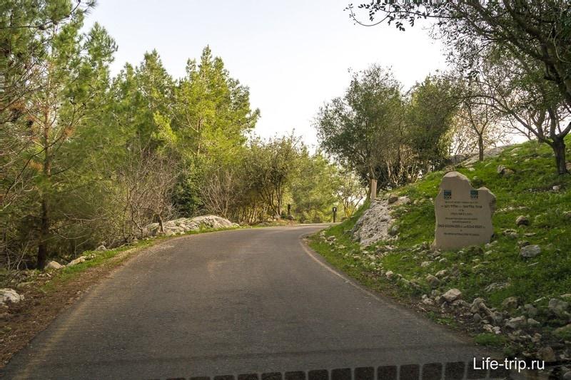 Дорога уже по территории, до парковки