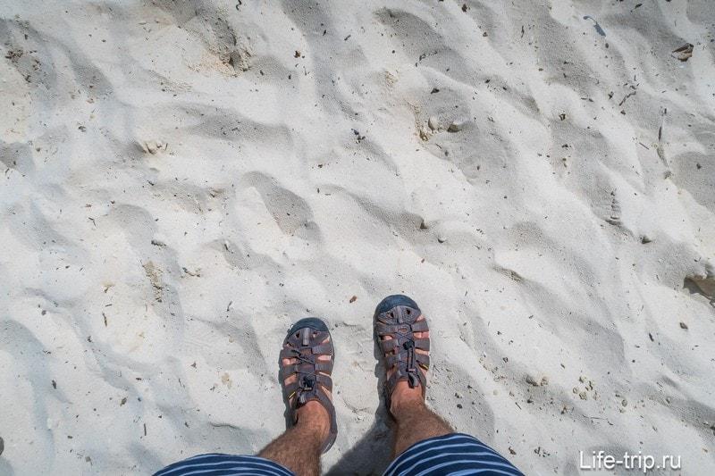 Пляж Лонг Бич (Long Beach) на Пхи-Пхи Доне -  стандартный туристический пляж