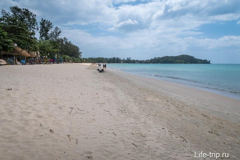 Левая часть пляжа Клонг Дао на Ланте