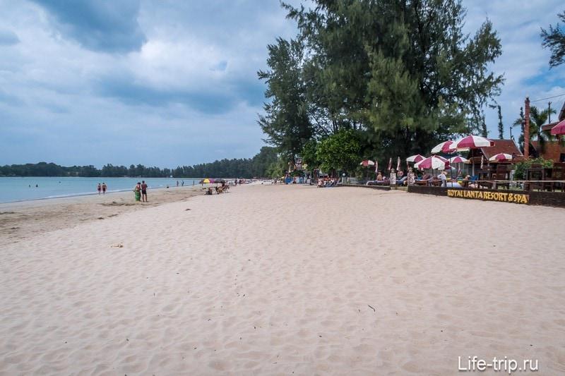 Центральная часть пляжа Клонг Дао на Ланте