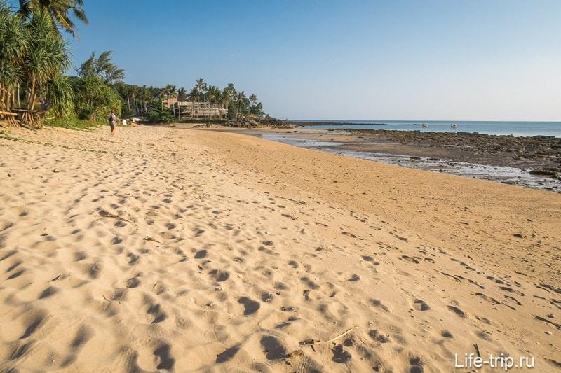 Клонг Кхонг на Ланте при отливе, левая половина пляжа