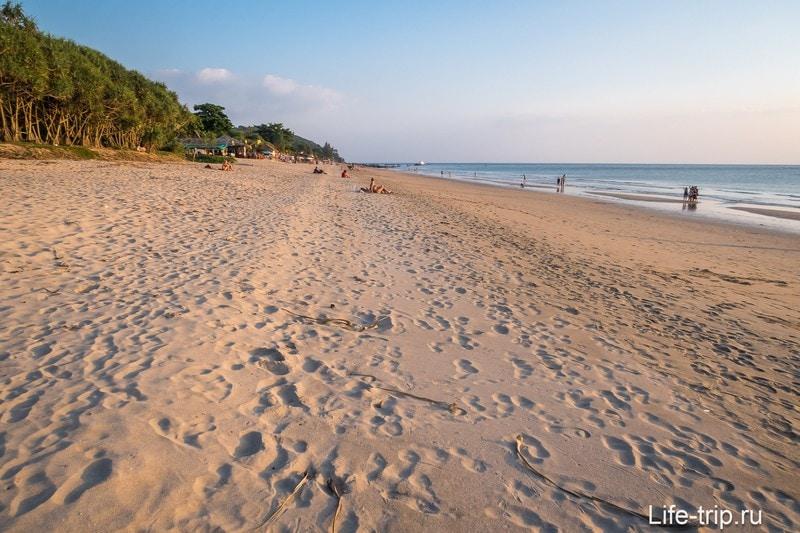 Пляж Клонг Нин на Ланте при отливе