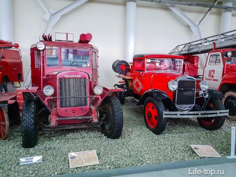 Урал ЗИС-5 ПМЗ и Газ-АА, переоборудованный в пожарную машину.