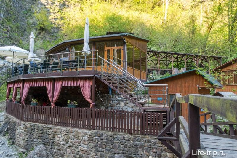 Кафе Змейка в Сочи, на Змейковских водопадах