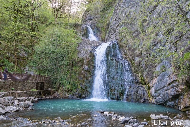 Первый (нижний) Змейковский водопад в Сочи