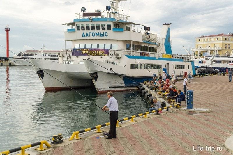 Морской Вокзал в Сочи - яхты, бутики и Семен Семеныч