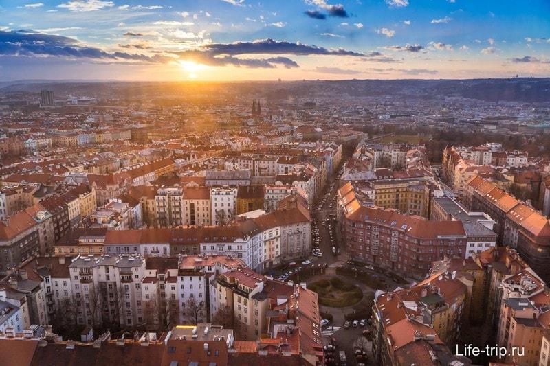 Прага на закате с Жижковской телебашни