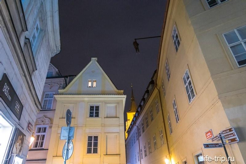 Висящий Фрейд в Праге