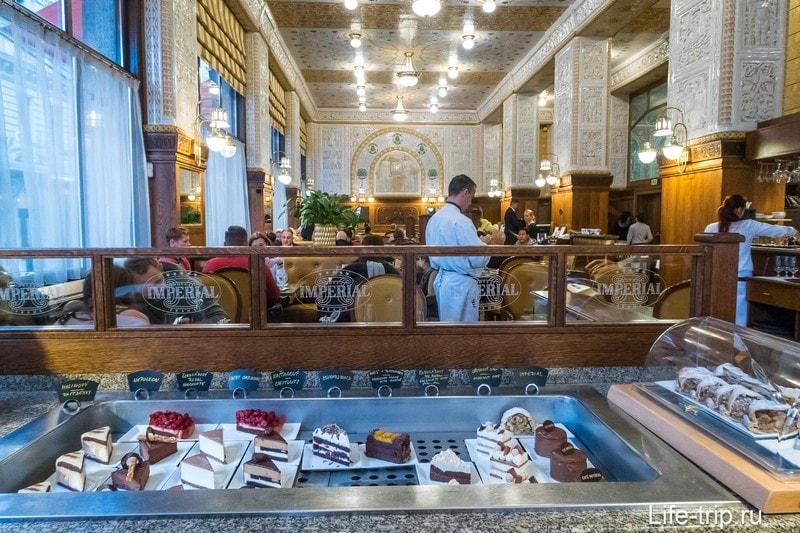 Кафе Imperial в Праге - мальчик, где твои родители?