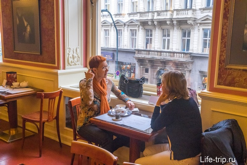 Кафе Лувр - место для культурного завтрака в Праге