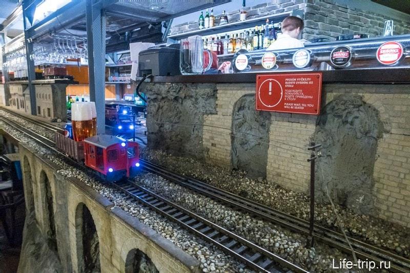 Ресторан с паровозиками в Праге