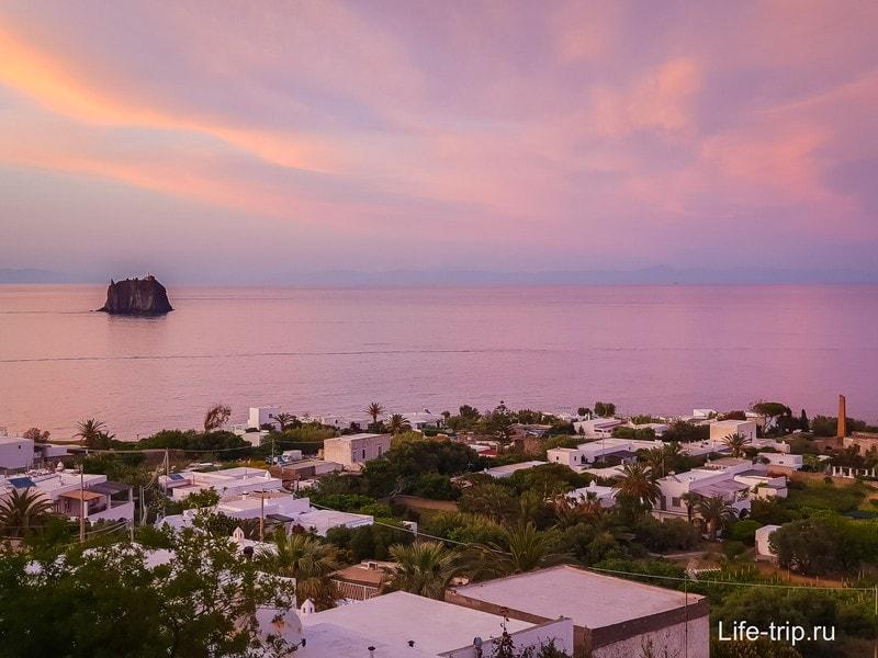 А еще на Стромболи потрясающие закаты
