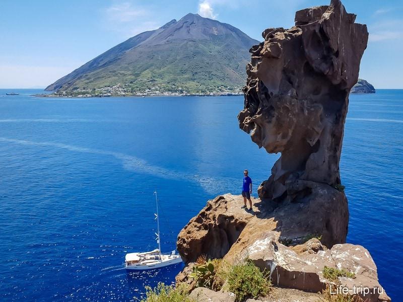 Вид с этого острова на Стромболи