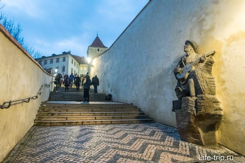 Старая замковая лестница в Праге