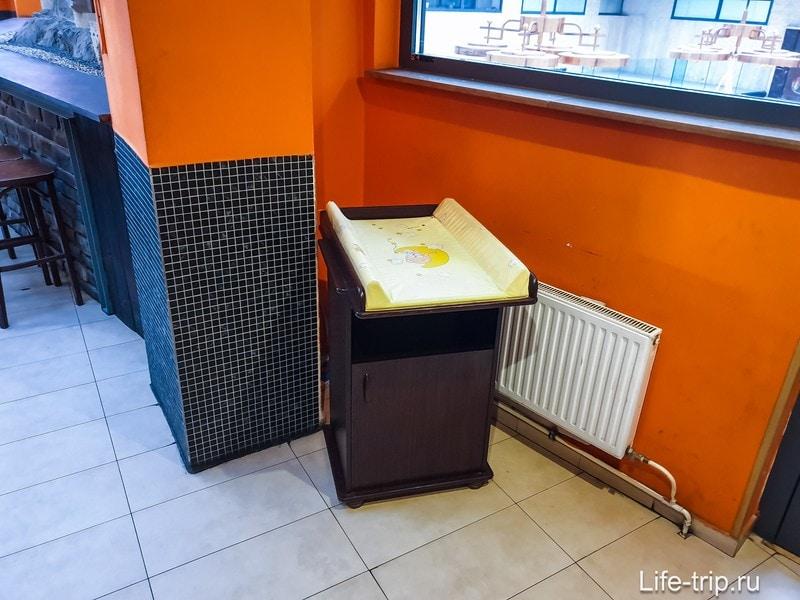 Ресторан с паровозиками в Праге - пиво и аттракцион