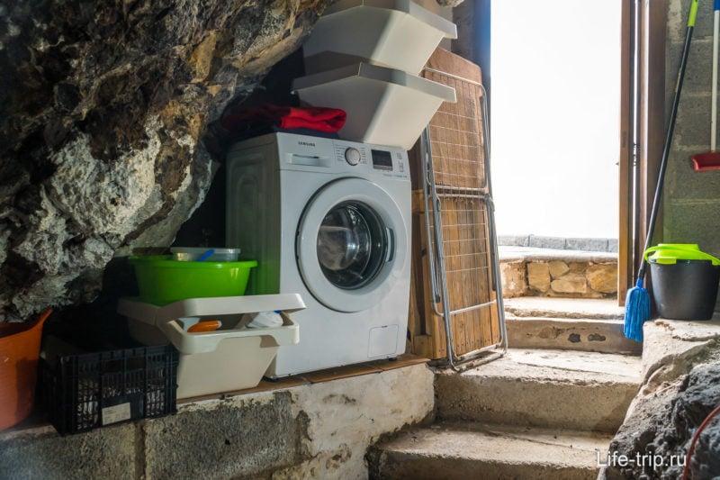 В отдельной пещере стоит стиральная машина