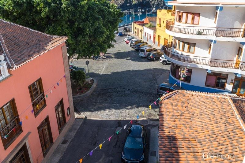 Милые улочки видно с балкона