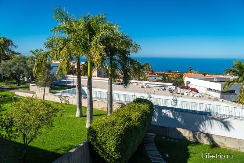 Вид с балкона на море и на ремонт бассейна