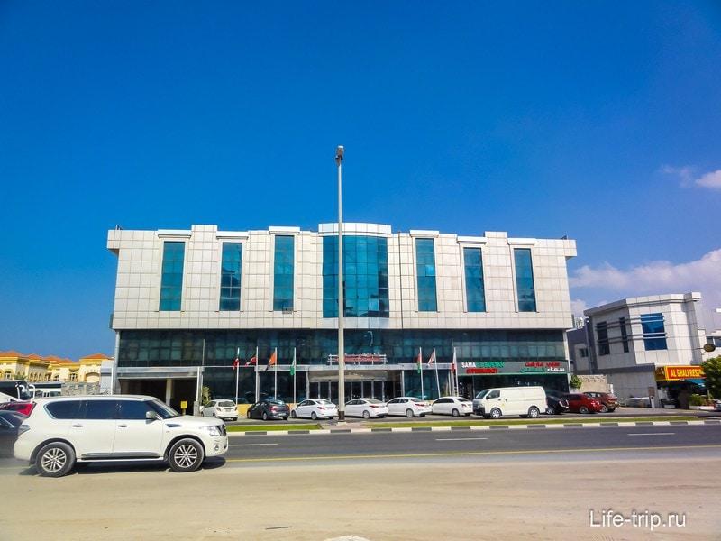 Отель Al Bustan, всего четыре этажа