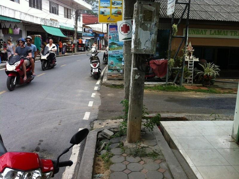 Коротко о тротуарах на Ламаи
