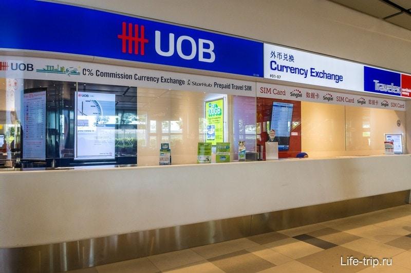 Пункт обмена валюты UOB, где проадются симки