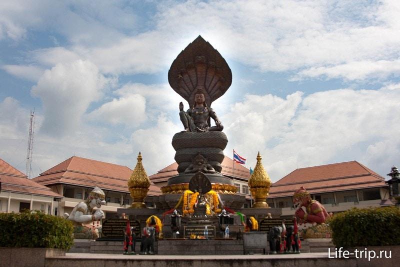Сидящий Будда в Краби Тауне