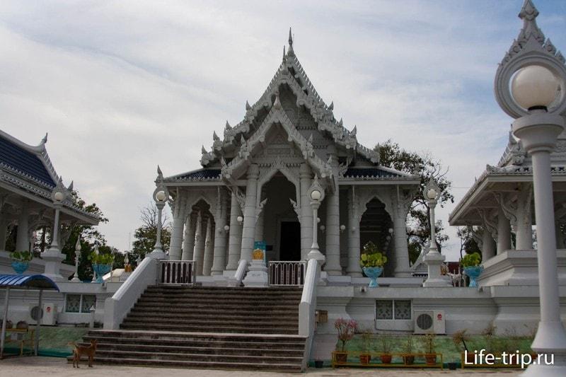 Wat Kaew Korawaram в Краби