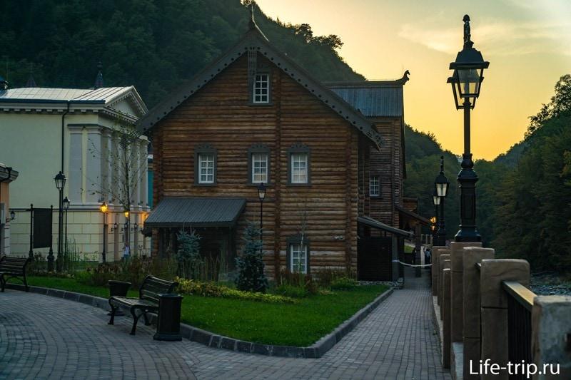 Этнографический центр Моя Россия в Роза Хутор - магазины, отели и зона отдыха