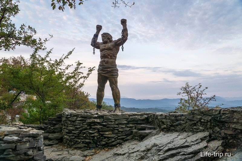 Статуя Прометея на Орлиных Скалах в Сочи