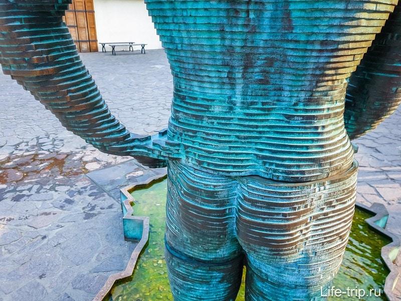 Писающие мужчины в Праге - скульптура, фонтан, не для детских глаз