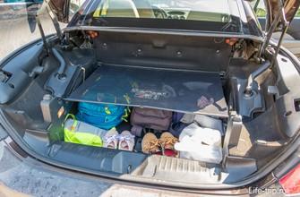 Багажник небольшой, выше сетки класть нельзя, если поднимаешь крышу