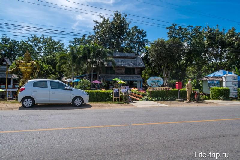 Кафе Bura Lumpai в Пае - приятное кафе рядом с историческим мостом